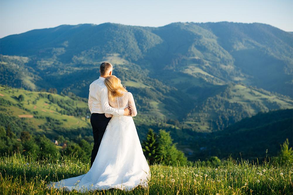 https://www.cabinsforyou.com/blog/wp-content/uploads/2016/07/smoky-mountain-destination-wedding-featured.jpg