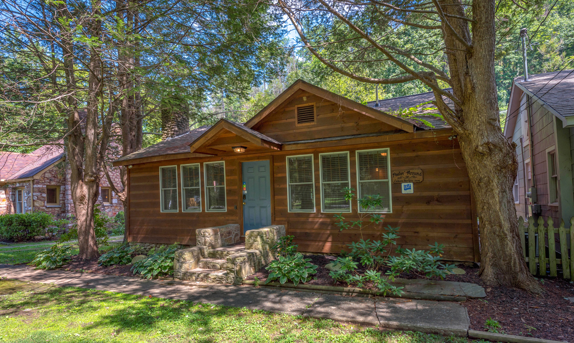 Gatlinburg cabin rentals a poolin 39 around cabin for Poolin around cabin gatlinburg tn