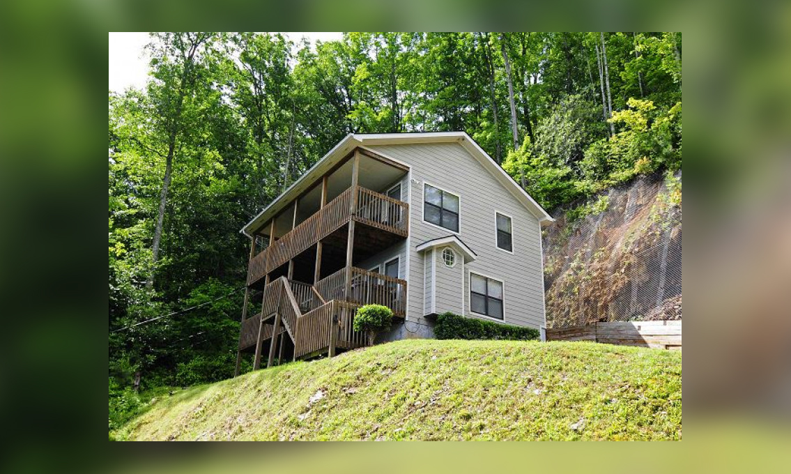 Among The Clouds Gatlinburg Cabin