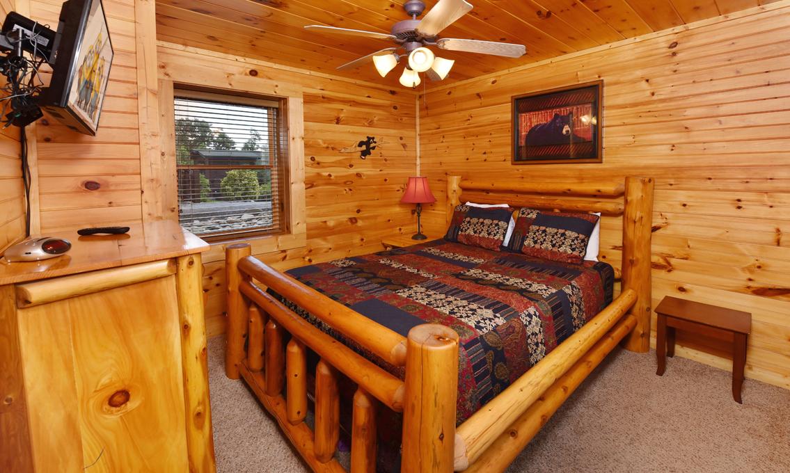 Gatlinburg Cabins Queen's Log Cabin Classy Log Home Bedrooms