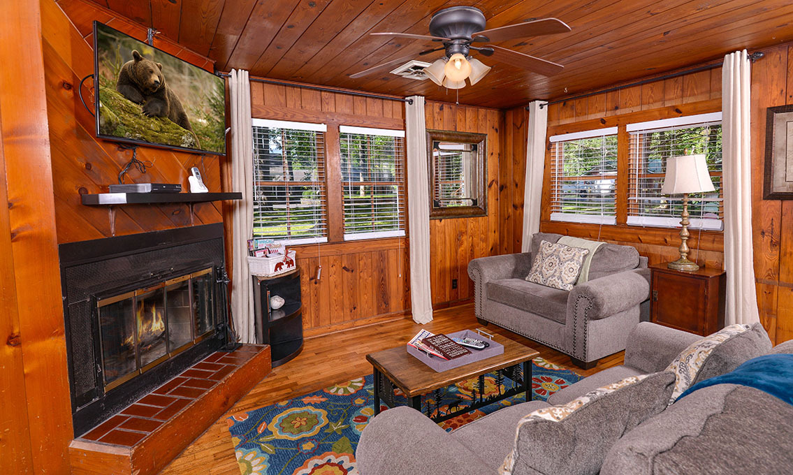 Gatlinburg cabin rentals river romance for Gatlinburg cabins for couples