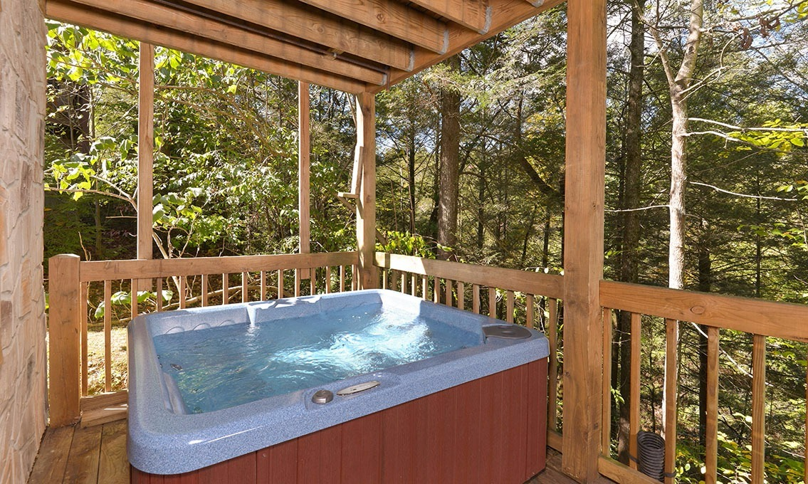 Gatlinburg cabin rentals our mountain home for Gatlinburg cabins with hot tub