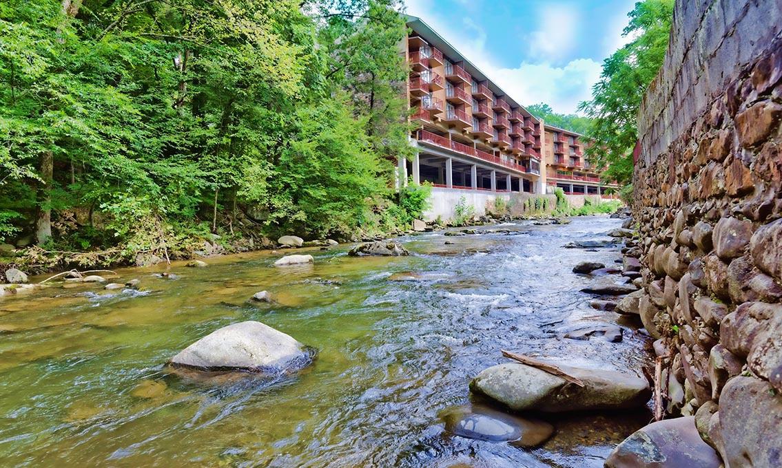 Gatlinburg cabin rentals simones cottage for River view cabins