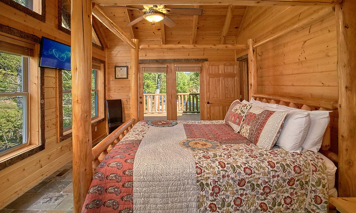 Gatlinburg Cabin Rentals - Splashin Treehouse