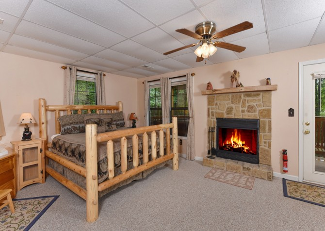 Gatlinburg - The Tree House - Bedroom