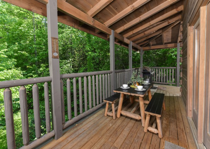 Pigeon Forge - Cedar Forest - Covered Deck