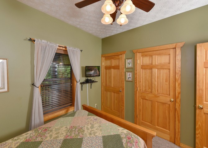 Gatlinburg - Hillside Escape - Bedroom