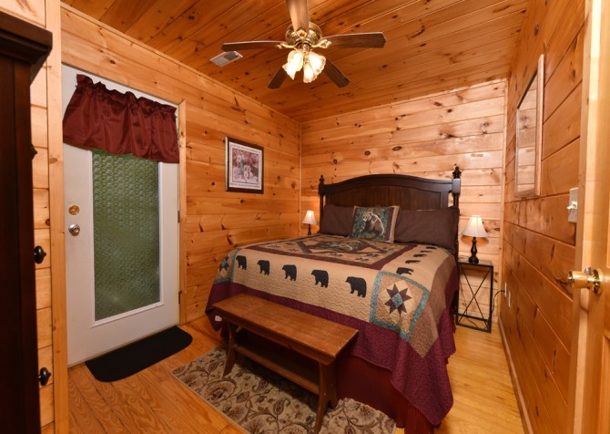 Pigeon Forge - A Moment In Time - Bedroom