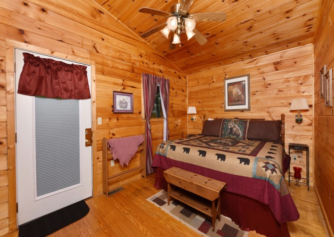 Pigeon Forge - A Cheerful Heart - Bedroom