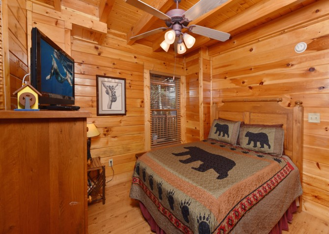 Pigeon Forge - Bearly Normal - Bedroom