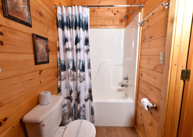 Pigeon Forge - A Moment In Time - Bathroom