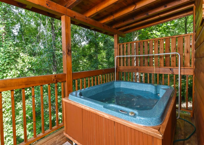 Pigeon Forge Cabin- Hooked On Love – Hot Tub