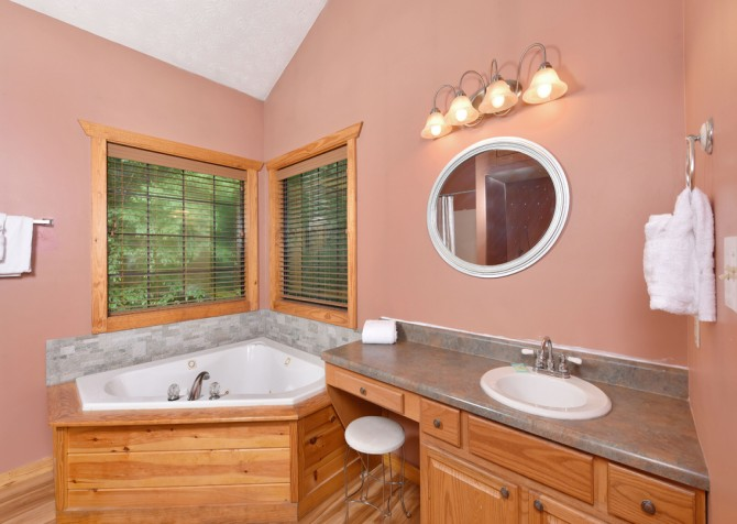 Gatlinburg - Hillside Escape - Bathroom