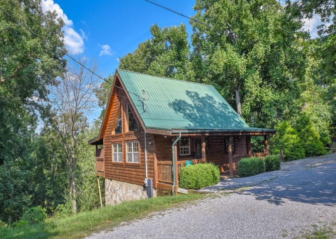 Pigeon Forge Cabin- Hooked On Love – Exterior