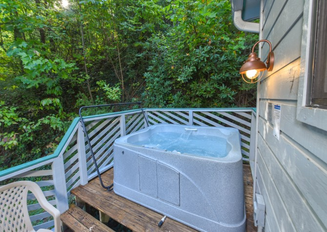 Gatlinburg - Bonnie and Clyde - Hot Tub
