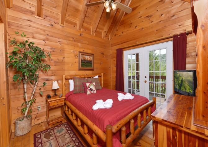 Gatlinburg Cabin - Our Mountain Home - Bedroom