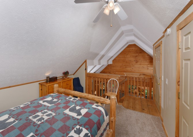 Pigeon Forge - Country Bears Cabin - Bedroom