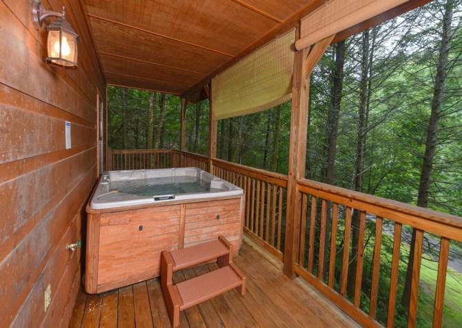 Gatlinburg - Hillside Escape - Hot Tub