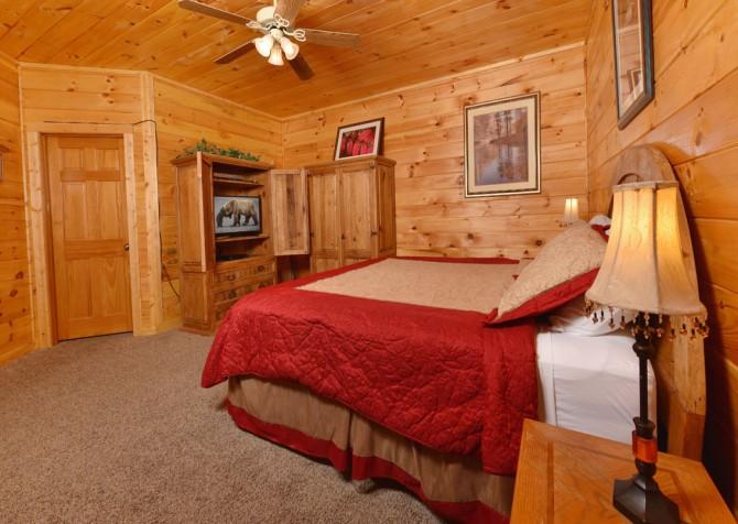 Gatlinburg Cabin - Eagle's Nest - Bedroom