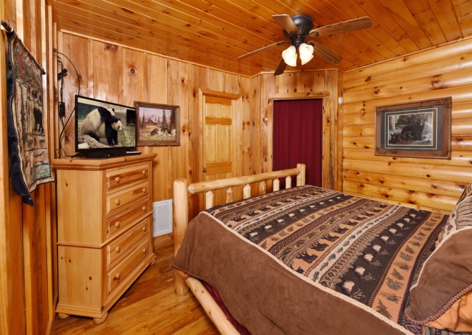 Gatlinburg Cabin - Think A Little Less - Bedroom