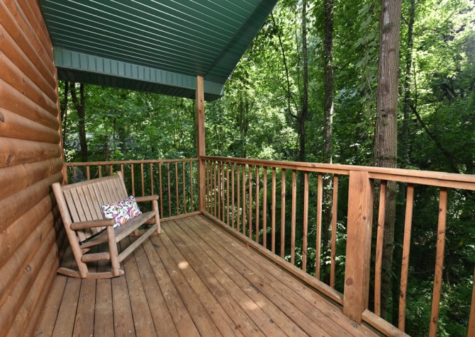 Pigeon Forge - A Moment In Time - Covered Deck
