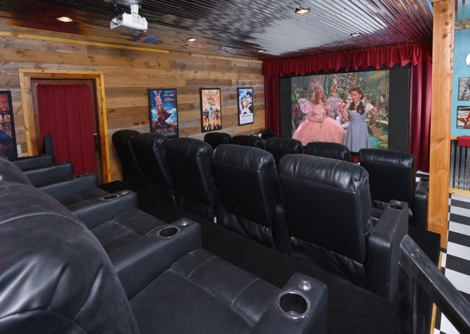 Pigeon Forge Cabin- Cadillac Creek – Theater