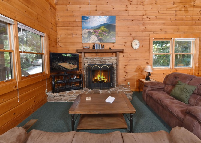 Gatlinburg Cabin - Our Mountain Home - Living Room
