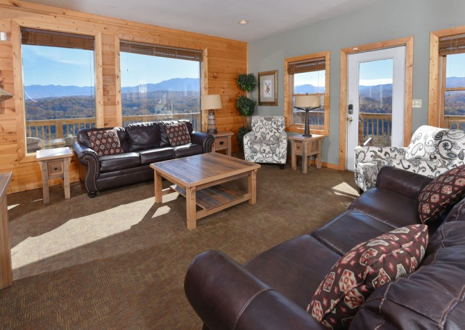 Pigeon Forge Cabin - Crestview Lodge - Living Room