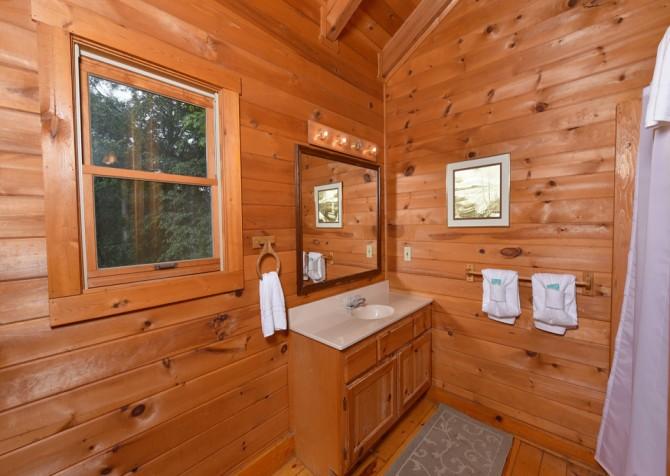 Gatlinburg Cabin - Our Mountain Home - Bathroom