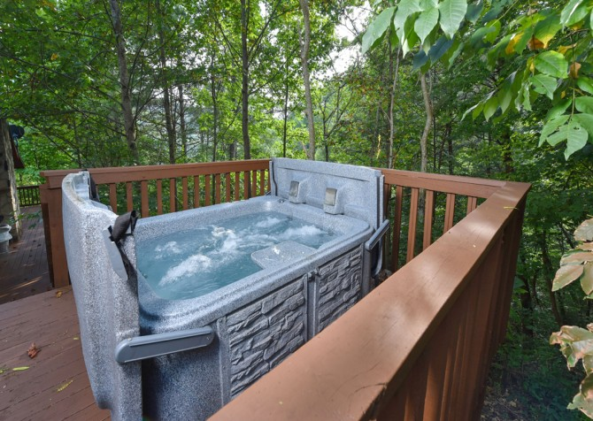 Pigeon Forge - Country Bears Cabin - Hot Tub