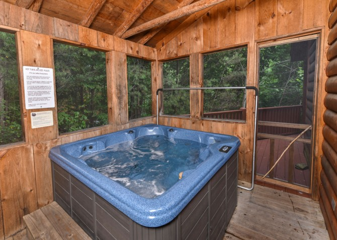 Gatlinburg Cabin - Think A Little Less - Hot Tub