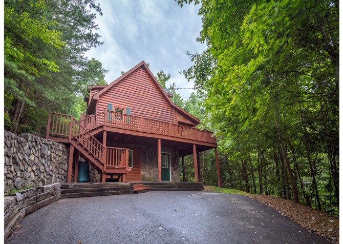 Gatlinburg Cabin - Think A Little Less - Exterior