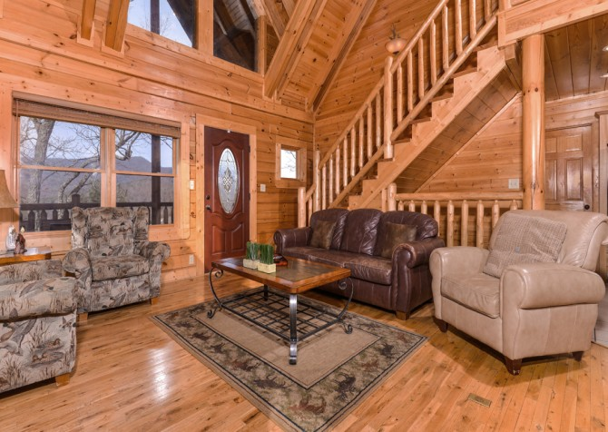 Pigeon Forge Cabin- Papa Bear Lodge – Living Room