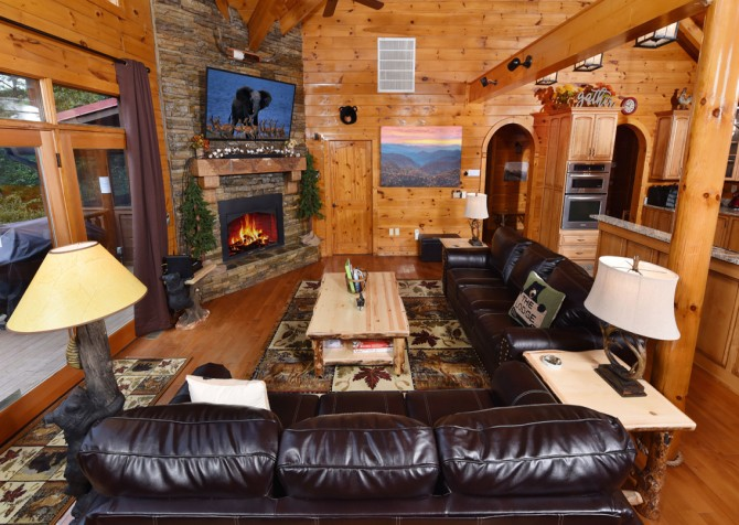 Pigeon Forge Cabin- Cadillac Creek – Living Room