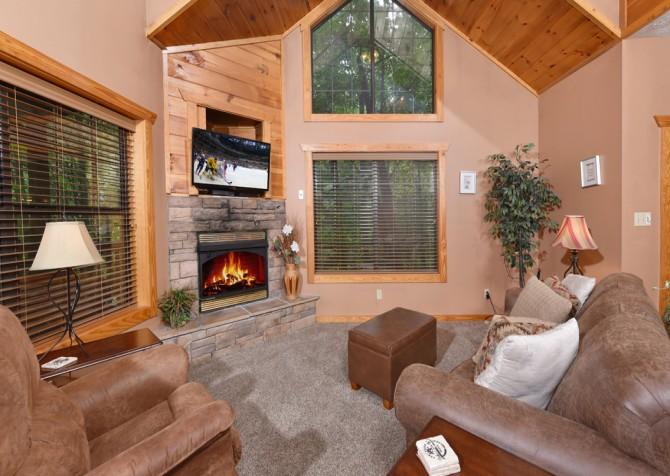 Gatlinburg - Hillside Escape - Living Room