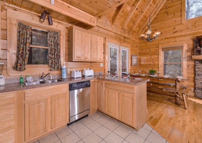 Pigeon Forge Cabin- Papa Bear Lodge – Kitchen