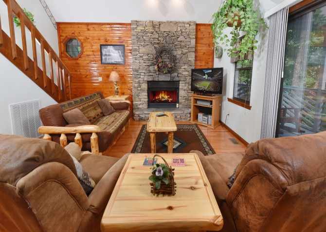 Gatlinburg - Bonnie and Clyde - Living Room