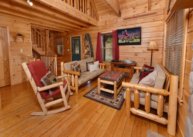 Pigeon Forge - Wholly Smokies - Living Room