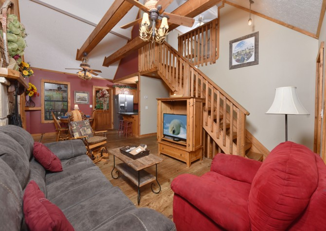 Pigeon Forge - Country Bears Cabin - Living Room