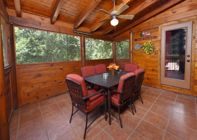 Pigeon Forge Cabin- Cadillac Creek – Dining Room