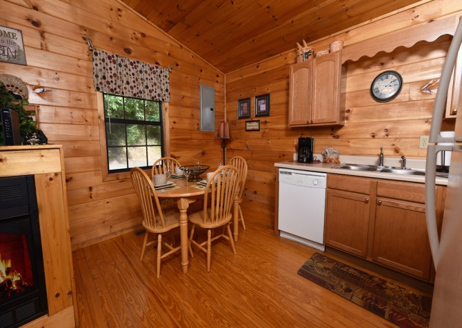 Pigeon Forge - A Moment In Time - Kitchen