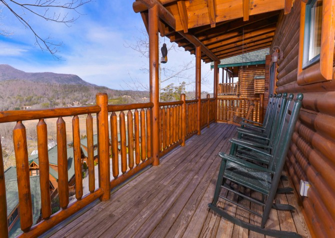 Pigeon Forge Cabin- Papa Bear Lodge – Exterior