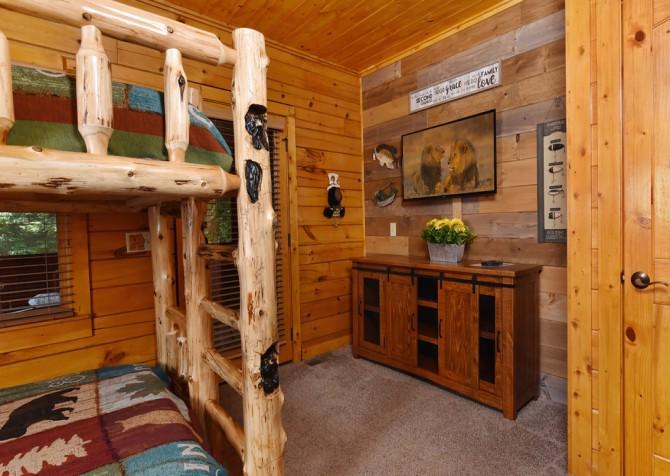 Pigeon Forge Cabin- Cadillac Creek – Bedroom