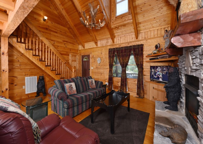 Pigeon Forge - Holden On - Living Room