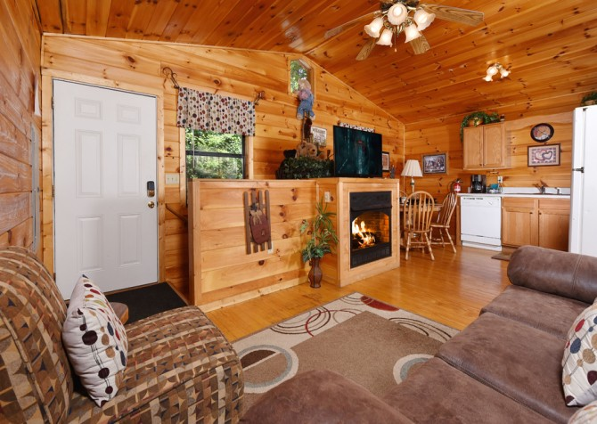 Pigeon Forge - A Cheerful Heart - Living Room