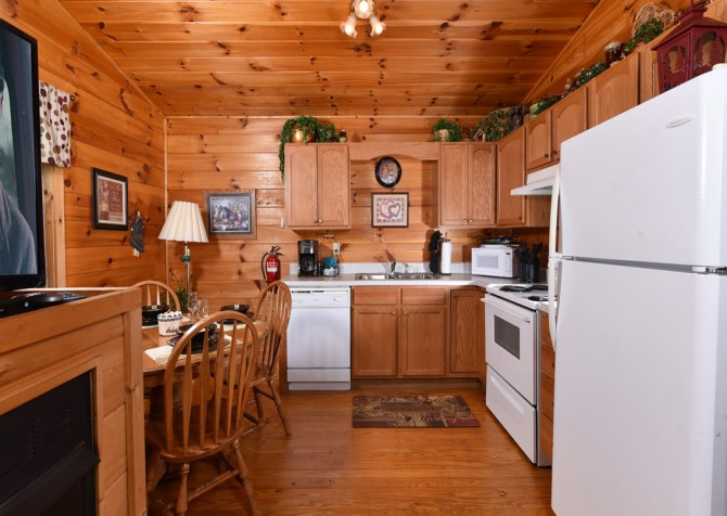 Pigeon Forge - A Cheerful Heart - Kitchen