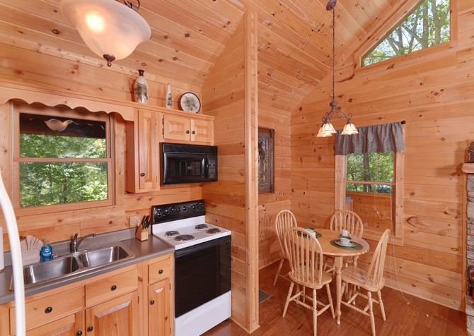 Gatlinburg Cabin- Nature's Splendor - Kitchen