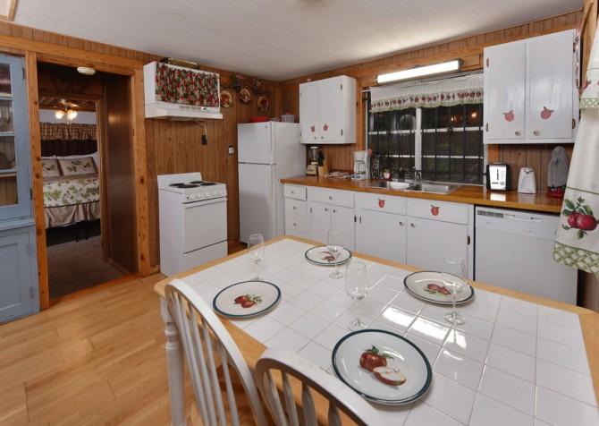 Pigeon Forge - Stonecreek Cottage - Kitchen