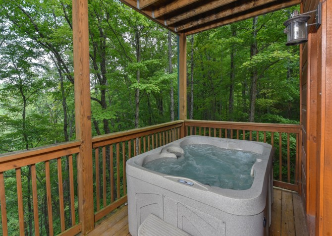 pigeon forge - kiss the moon - Hot Tub