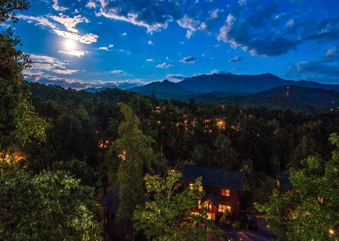 Gatlinburg - Cherokee Dreams Lodge - Twilight View
